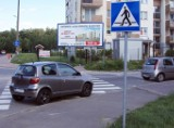 Mistrzowie Parkowania 2020. Kto tak parkuje samochody? Kierowcy rozjeżdżają trawniki, parkują na pasach