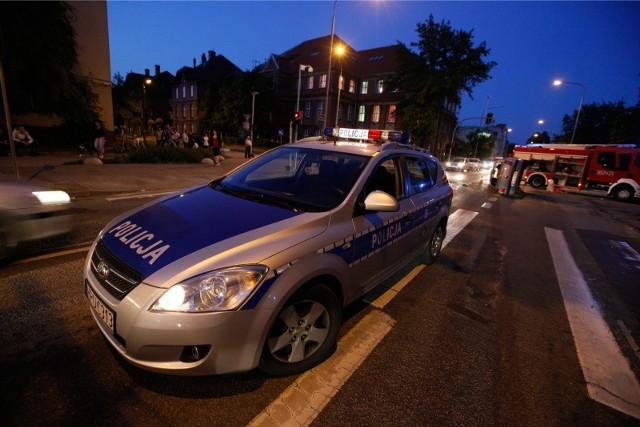 Policjanci wraz ze strażakami interweniowali na Braniborskiej w środku nocy. Zdjęcie ilustracyjne