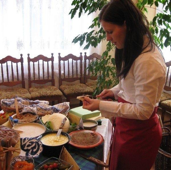Specjalność regionu to m.in. smarowidło babuni  oraz sery: twaróg wiejski oraz smażony z  kminkiem