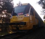Śmiertelny wypadek na torach pod Władysławowem. 12.05.2021 r. Ruch pociągów był wstrzymany. Policja prosi o pomoc w identyfikacji mężczyzny