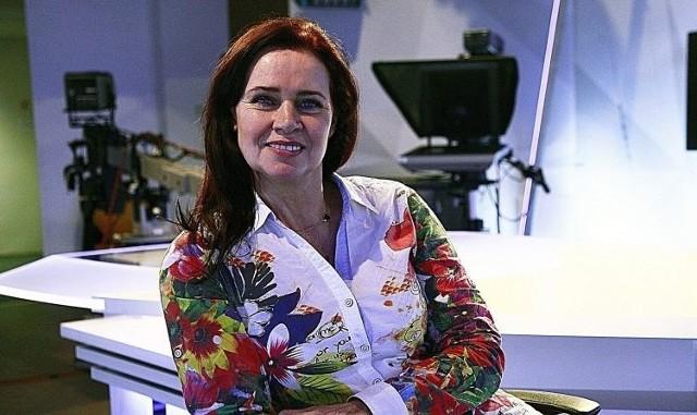 """Magda Michalak jest twarzą łódzkiej telewizji. Panią Uśmiech - jak ją nazywają. Mocno zaznaczyła swoją obecność w dziennikarskich działaniach i jako gospodyni wielu wydarzeń artystycznych. Odzew po internetowym wyznaniu był natychmiastowy. Opinie od: """"profesjonalna, wiedza i wdzięk"""", """"zaszczytem było z Tobą pracować"""", po """"Najpiękniejsza odchodzi. Szkoda"""".Spięcia z dyrektoramiPoliczyła, że w łódzkim ośrodku TVP miała 30 dyrektorów... Bywały spięcia i to nawet ostre, ale tym razem współpraca się nie układała. Złożyła wymówienie. - Nie zgadzam się na nieszanowanie ludzi - powtarza.  W dziennikarstwie widzi coś z powinności prawnika, lekarza i spowiednika.Piaskownica dla wnuczkaW dzieciństwie chciała zostać... piłkarzem. Albo aktorką. Do telewizji trafiła po studiach aktorskich. Jest absolwentką Akademii Teatralnej w Warszawie. Wspomina zajęcia z mistrzami - Zbigniewem Zapasiewiczem, opiekunem roku Janem Englertem, dyplomowe granie w """"Matce"""" Witkacego i we """"Wszystko w ogrodzie"""" Albeego. Na trzecim roku urodziła Julkę (właśnie przygotowuje piaskownicę dla jej 13-miesięcznego synka!), trzy lata później Weronikę. To oznaczało wcielenie się w mocno absorbującą rolę. Na krótko związała się z Teatrem Pinokio. Wspomina jak animowała środkową część smoka i jak została Księżniczką w """"Opowieści o Sindbadzie Żeglarzu"""". Czytaj na kolejnych slajdach"""