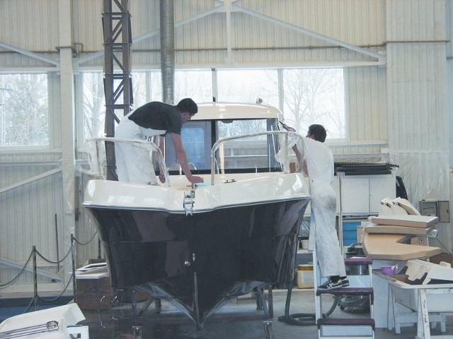 Producenci jachtów chcą podbijać kolejne rynkiAugustowski Balt Yacht to jedna z najbardziej liczących się firm w branży. Jest też najstarsza. Większość produkcji sprzedaje za granicę.