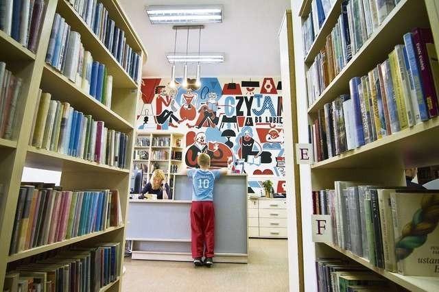 Przy Pomorskiej, wśród książek, znalazły swoje miejsce miejscowe dzieciaki