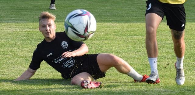 Lechia Zielona Góra rozpoczęła przygotowania do sezonu 2021/2022. W planach ma cztery sparingi: z Wartą Gorzów, Cariną Gubin, Zagłębiem II Lubin i Odrą Bytom Odrzański