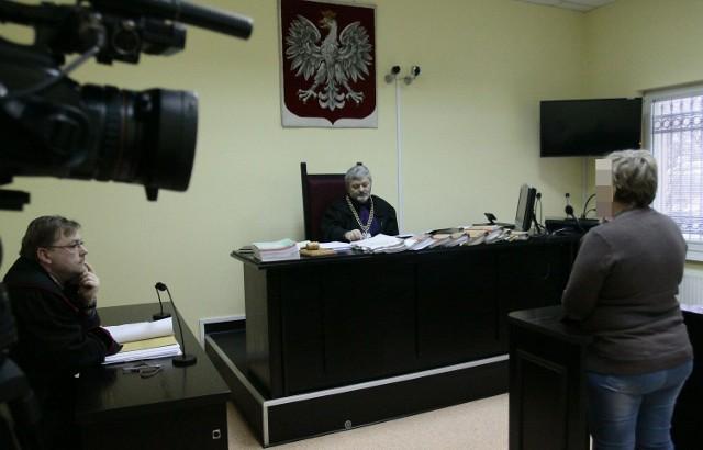 W procesie byłych dyrektorek PCPR niespodziewanie zeznawała babcia zmarłych dzieci