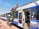Pożar jadącego pociągu relacji Wrocław-Warszawa. Niezbędna była ewakuacja pasażerów w jednej z opolskich wsi