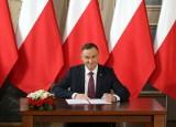 """Ustawa dyscyplinująca. Andrzej Duda podpisał ustawę PiS reformującą sądy. Opozycja: """"Ustawa kagańcowa"""" to zamach na trójpodział władzy"""