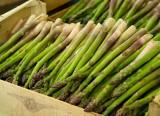 W sprzedaży pierwsze szparagi. Ceny warzyw w połowie kwietnia 2021
