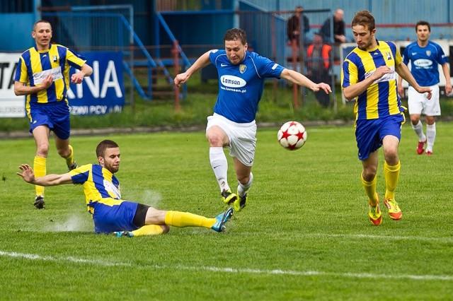 Stal Sanok - Avia Świdnik 1-1Stal Sanok (niebiesko-białe stroje) zremisowała u siebie 1-1 z Avią Świdnik w meczu III ligi lubelsko-podkarpackiej.