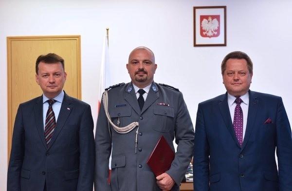 Inspektor Krzysztof Justyński (w środku).