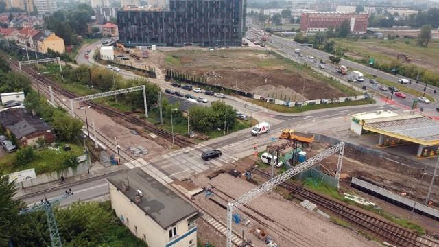 Trasa kolejowa nr 94 przecinająca ulicę Fredry w Łagiewnikach