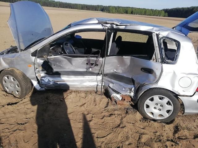 Na trasie między Bialogardem, a Tychowem doszło do zderzenia się dwóch samochodów osobowych. Jak podaje białogardzka policja zdarzenie zostało zakwalifikowane jako kolizja. Nikomu nic się nie stało. Na miejscu przyczyny zdarzenia wyjaśnia policja.Zobacz także: Koszalin: Tragiczny wypadek na drodze krajowej nr 6