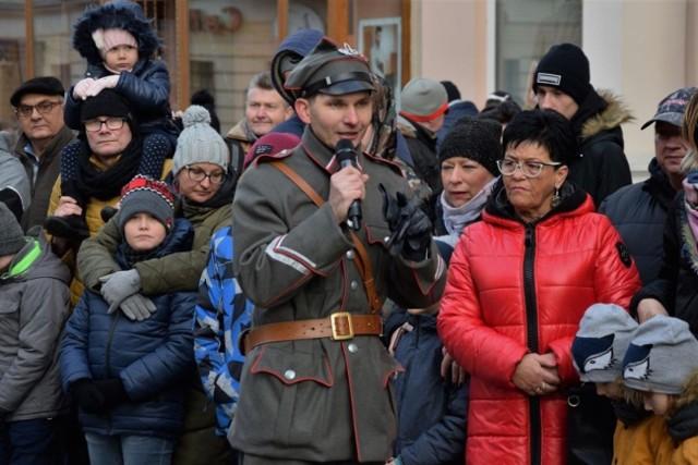 - Podczas pierwszego dnia wystawy będzie można obejrzeć unikatowe historyczne zdjęcia z terenu Kujaw, wyposażenie i sprzęt wojskowy, spotkać się i porozmawiać z rekonstruktorami oraz wziąć udział w grze fabularnej - informuje Tomasz Sibora