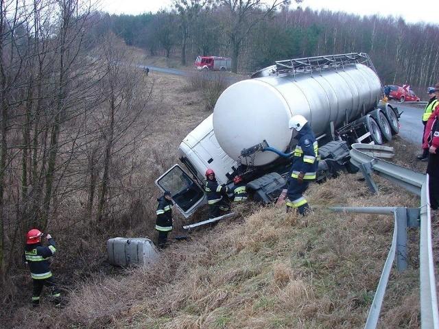 OSP Kowalki - wyjazd do wypadku cysterny w Dylewie.