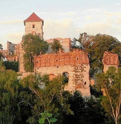 Część zamku ze zrujnowaną basztą grunwaldzką FOT. BARBARA CIRYT