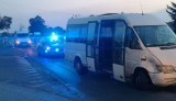 Pijany kierowca bmw uderzył w busa z młodymi piłkarzami i uciekł. Dwóch rannych chłopców trafiło do szpitala w Poznaniu