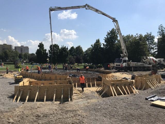 Trwa budowa wodnego placu zabaw w Chorzowie.
