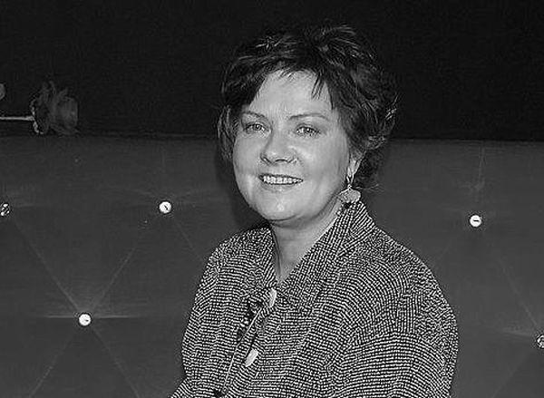 """Agnieszka Kotulanka nie żyje. Aktorka miała 61 lat. O jej śmierci poinformowała rodzina w nekrologu zamieszczonym w sobotę w """"Gazecie Wyborczej""""."""