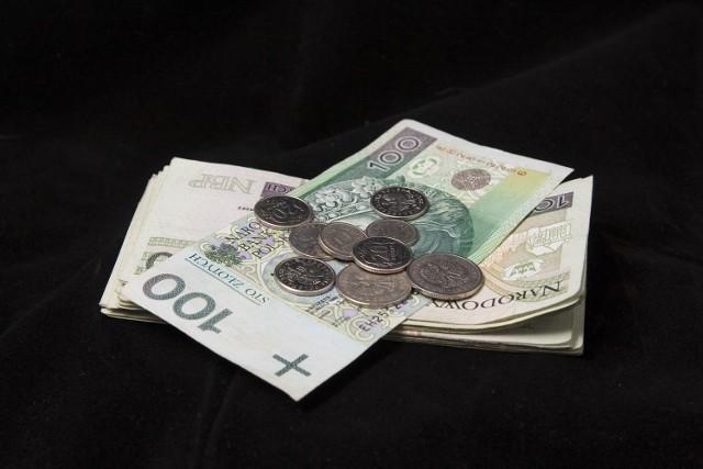 Płaca minimalna 2021 wzrośnie o 200 złotych, co oznacza, że wyniesie 2800 zł.