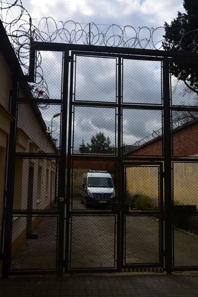 Areszt w Lesznie: skazana kobieta została zgwałcona w celi?