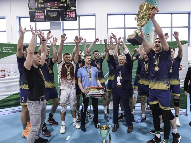 Drużyna WSZiA po raz drugi z rzędu zdobyła tytuł akademickich mistrzów Polski w siatkówce