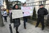 """Demonstracja pod rosyjskim konsulatem w Gdańsku. """"Ręce precz od Ukrainy"""" [ZDJĘCIA, WIDEO]"""