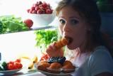 Zajadamy stres - w czasie pracy zdalnej pozwalamy sobie na więcej niezdrowego jedzenia i nie ćwiczymy