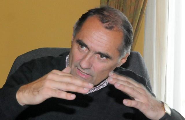 Jerzy Wierchowicz jest radnym klubu Nowoczesny Gorzów, adwokatem, był m.in. szefem klubu parlamentarnego Unii Wolności.