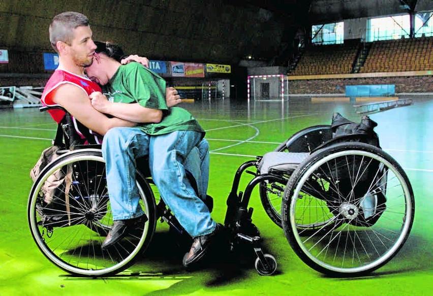 Robert Mróz wraz ze swoją żoną Basią podczas przerwy w zawodach w hali zabrzańskiego MOSIR-u