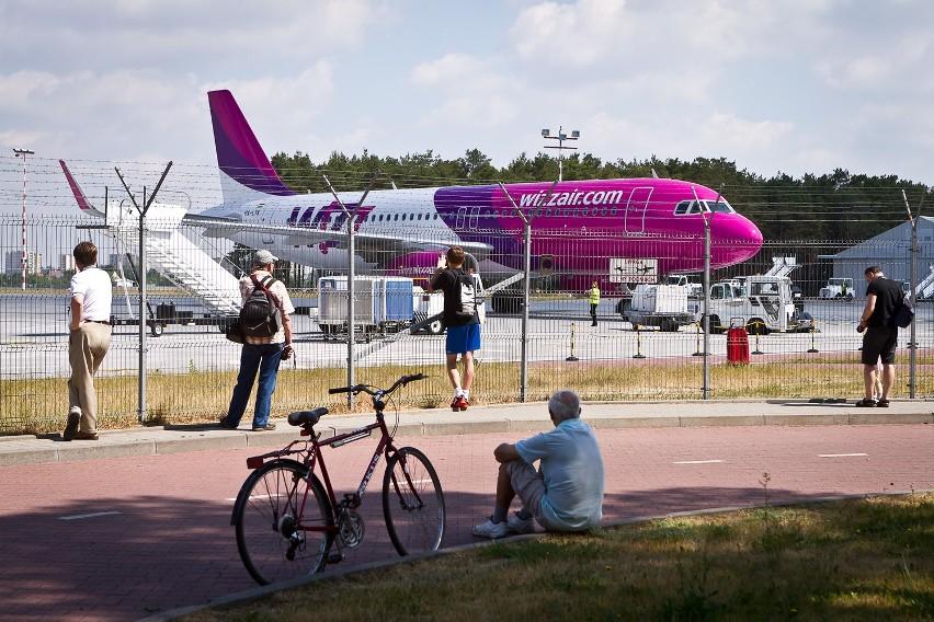 Około 50 dodatkowych samolotów musiało obsłużyć bydgoskie lotnisko w związku z przekierowaniem połączeń z remontowanego lotniska w Gdańsku.http://get.x-link.pl/cf9661e4-c1a7-7338-12dd-328954f2eb7f,e4fc8ff8-a4da-a0a2-4a3b-509e6bf09e69,embed.html