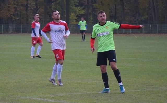 Dość niespodziewanie punkty w Kazanowie straciła Jodła Jedlnia-Letnisko. Jedyną bramkę dla zespołu Tomasza Dziubińskiego strzelił Kamil Skowroński (na pierwszym planie).