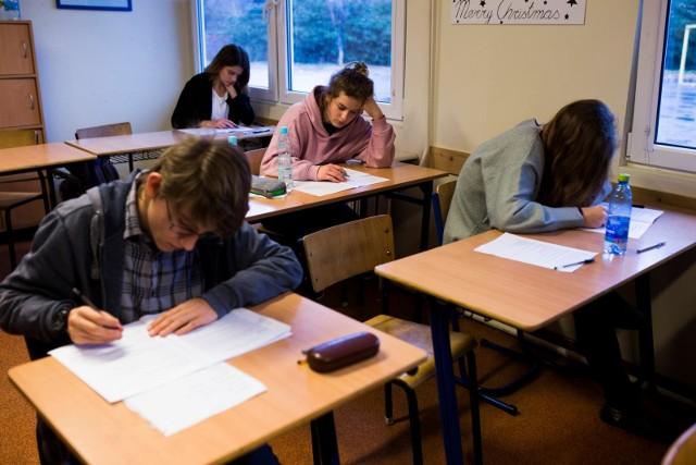 Egzamin gimnazjalny odbędzie się w dniach 10-12 kwietnia, a przystąpi do niego ostatni już rocznik absolwentów gimnazjów.