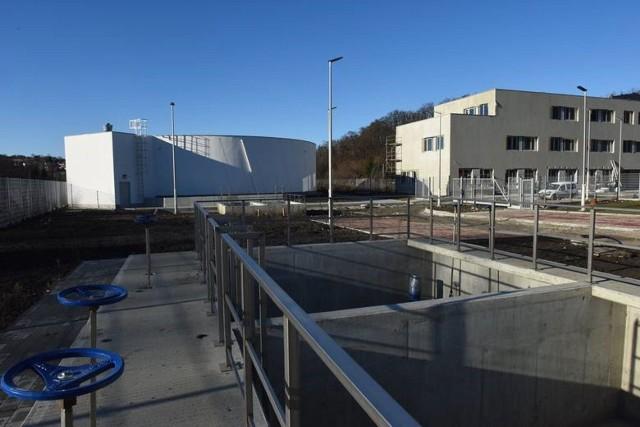 """Ogromna infrastruktura wodociągowa jest budowana na osiedlu Bogucice w Wieliczce od jesieni 2018 roku. Prace warte ok. 40 mln zł mają zapewnić """"wodne"""" bezpieczeństwo przede wszystkim mieszkańcom miasta"""