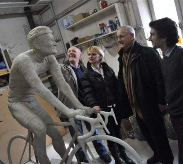 - Achim wygląda jak żywy - mówią ci, którzy zobaczyli dziś model pomnika Halupczoka.