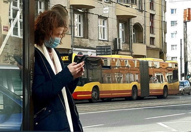 Przystanek autobusowy we Wrocławiu, zdjecie ilustracyjne.