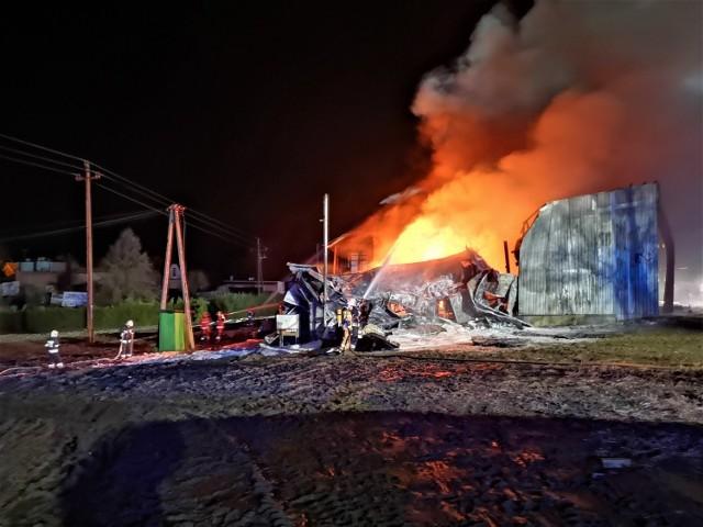 Pożar w Wąsowie pod Nowym Tomyślem wybuchł we wtorek, 22 grudnia, około godziny 21.30. Przejdź dalej --->