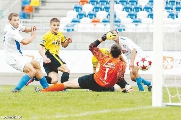Oprócz Resovii (żółte koszulki) z II ligi wschodniej licencji nie otrzymała również Unia Tarnów.