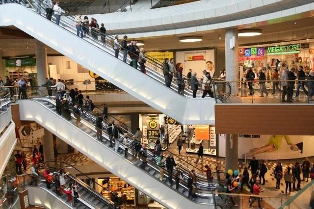 W pierwszym dniu funkcjonowania Galerii Korona Kielce przez centrum handlowe przewinęły się tysiące zwiedzających. Fot. Dawid Łukasik