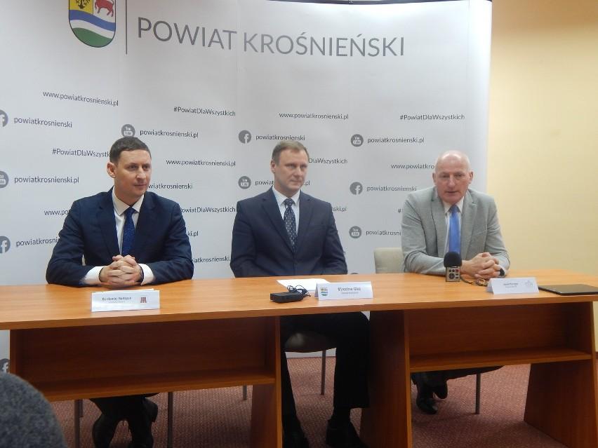 W grudniu odbyła się konferencja w starostwie, podczas której zapowiedziano powołanie spółki samorządowej czyli Krośnieńsko-Gubińskiego Powiatowego Centrum Medycznego.