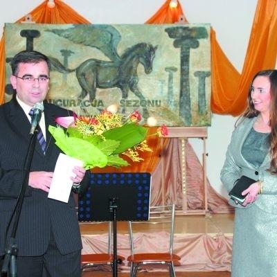 Wyrazy uznania naszym artystom na ręce Marty Konopki składał m.in. starosta Stanisław Rykaczewski