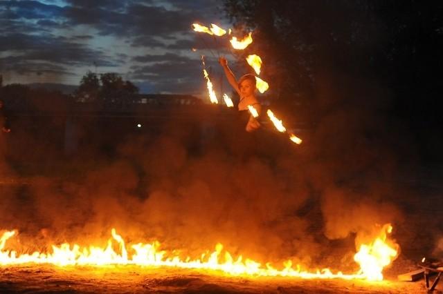 Brama Poznania ICHOT: Pokaz tańca z ogniem