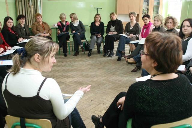 Nauczyciele wzięli udział m.in. w warsztatach mediacji rówieśniczej i zapobiegania stresowi