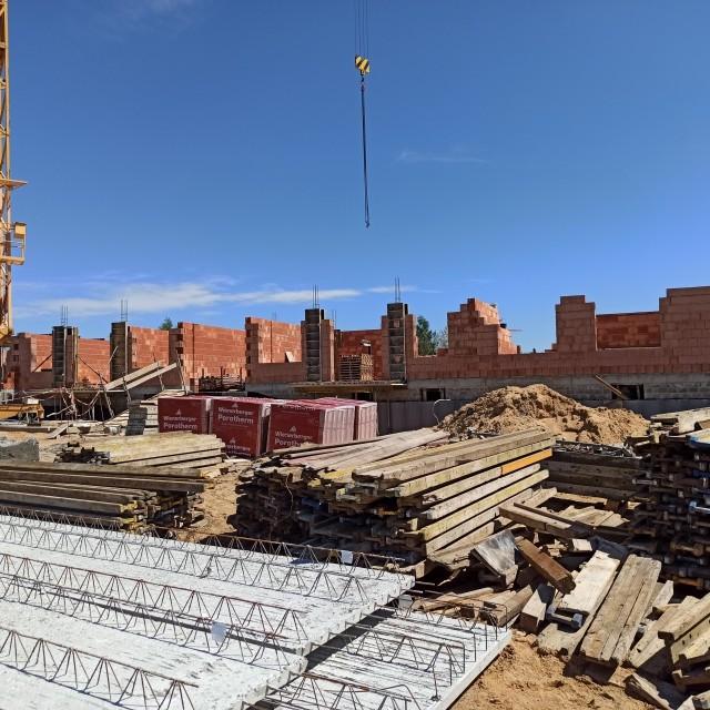 Trwa budowa bloków przy ulicy Wilniewczyca w Lublińcu. Miasto zamierza skorzystać z rządowego programu.Zobacz kolejne zdjęcia. Przesuwaj zdjęcia w prawo - naciśnij strzałkę lub przycisk NASTĘPNE
