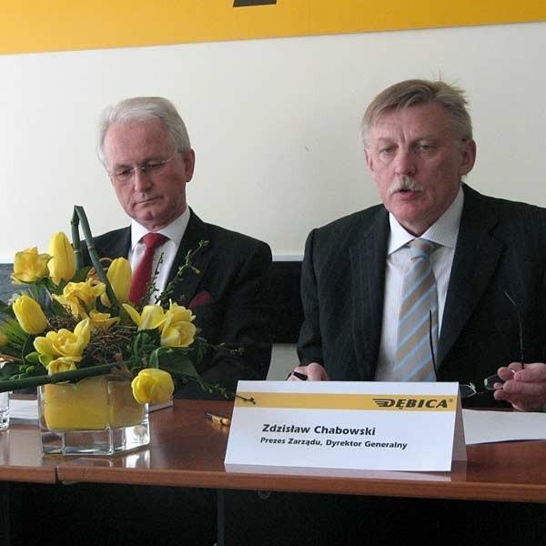 Jaroslav F. Kaplan, przewodniczący rady nadzorczej (z lewej) i Zdzisław Chabowski, prezes zarządu Firmy Oponiarskiej Dębica SA.