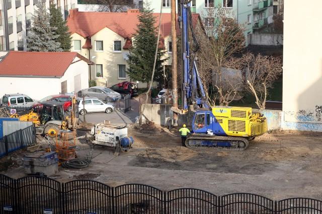Budowę sześciokondygnacyjnej kamienicy przy ul. 3 Maja rozpoczęła właśnie Idea Invest
