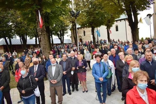 W najbliższą niedzielę 8 listopada wszystkie msze św. będą sprawowane w kościele przez księdza z zewnątrz.