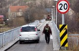 Dychów/Prądocinek. Ponad rok temu zapalił się most. Został wyremontowany. Czy przeprawa nad Bobrem kiedyś zostanie zmodernizowana?