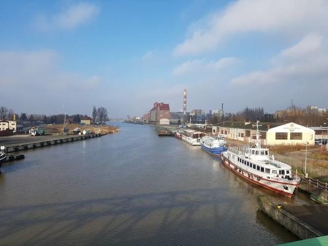 Senator Jerzy Wcisła uważa, że modernizacja portu w Elblągu powinna być częścią budowy kanału żeglugowego przez mierzeję, którą finansuje rząd.