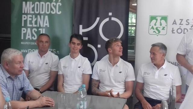Dyrektor wydziału sportu UMŁ Marek Kondraciuk, trenerzy i olimpijczycy: Krzysztof Węglarski, Kajetan Duszyński, Jakub Kraska, Maciej Hampel