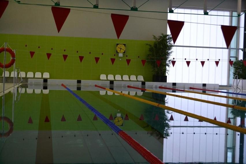 Basen przy IV LO im. H. Sienkiewicza w CzęstochowieW Częstochowie nie podjęto jeszcze decyzji dotyczących otwarcia pływalni miejskich.Zobacz kolejne zdjęcia. Przesuwaj zdjęcia w prawo - naciśnij strzałkę lub przycisk NASTĘPNE
